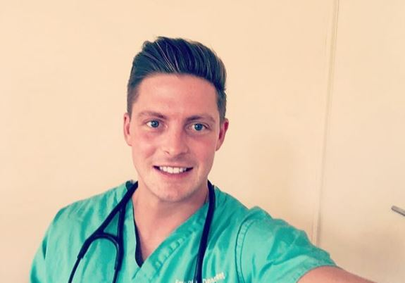 Love Island's Dr Alex wishes new doctors luck as they start careers as he gives shout out to NHS