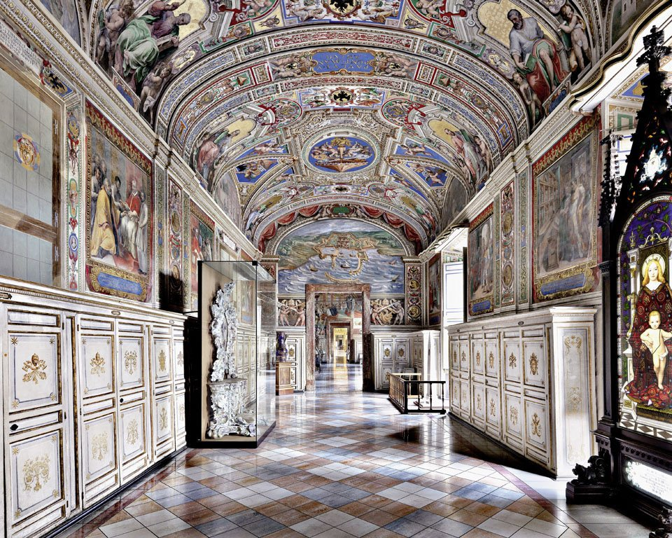 Photographer captures the most beautiful libraries around the world