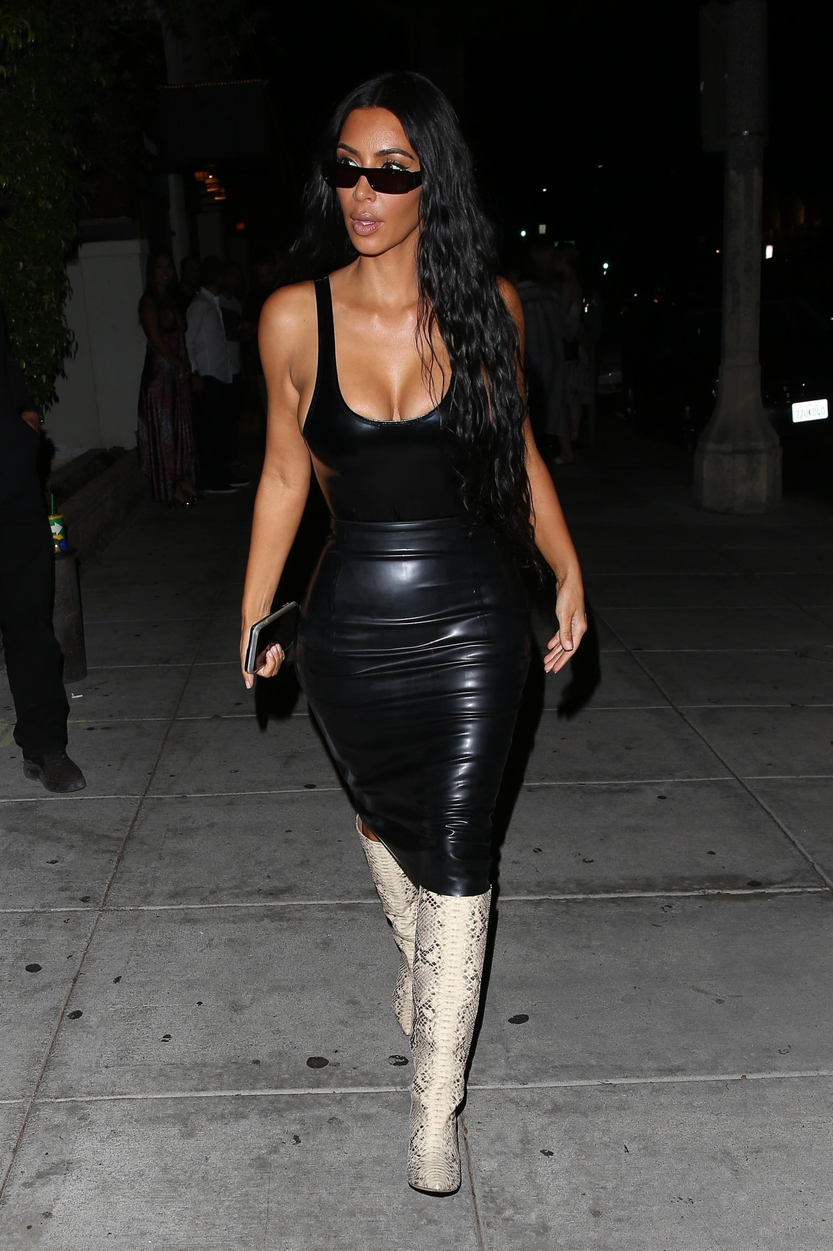 Beverly Hills, CA - *EXCLUSIVE* - Kim Kardashian and Kanye West have a date night at Matsuhisa Restaurant. Kim looks great in a slim fitting black out fit as the duo head to their ride after dinner. Pictured: Kim Kardashian BACKGRID USA 7 AUGUST 2018 USA: +1 310 798 9111 / usasales@backgrid.com UK: +44 208 344 2007 / uksales@backgrid.com *UK Clients - Pictures Containing Children Please Pixelate Face Prior To Publication*