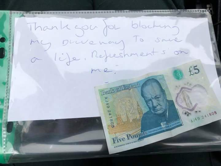 Man leaves £5 on ambulance windscreen to thank paramedics for blocking drive