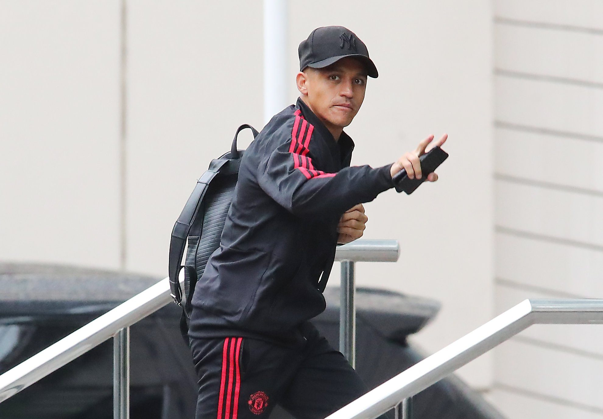27.8.18?????? The Manchester United team arrive at The Lowry Hotel on Bank Holiday Monday morning to prepare for their Premier League match with Spurs on Monday night?????? Alexis Sanchez.
