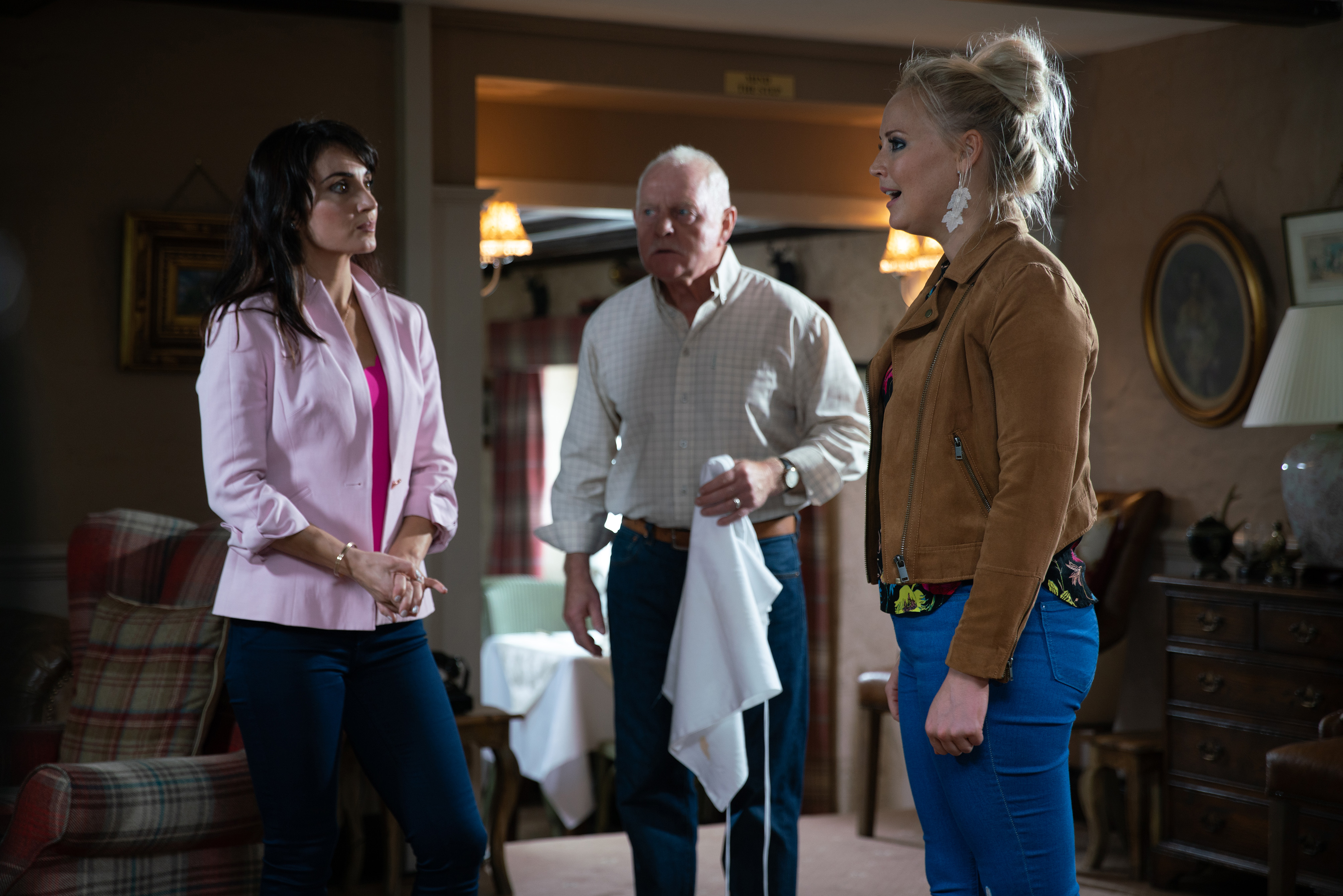 Leyla and Tracy come face to face in Emmerdale
