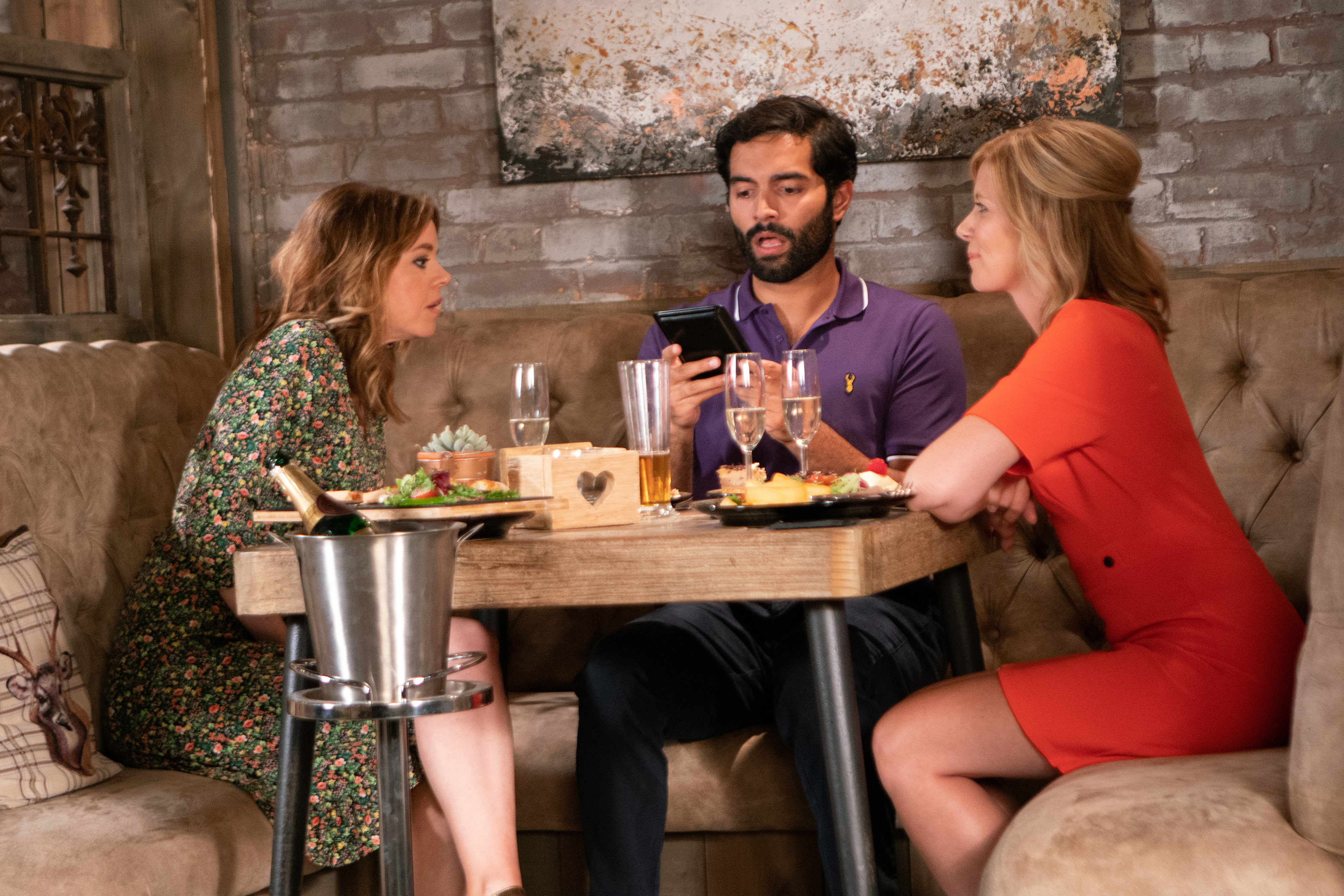 Imran is confronted by Leanne and Toyah in Coronation Street