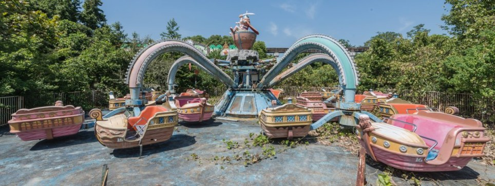 Haunting Photos Capture Abandoned Nara Dreamland Theme Park