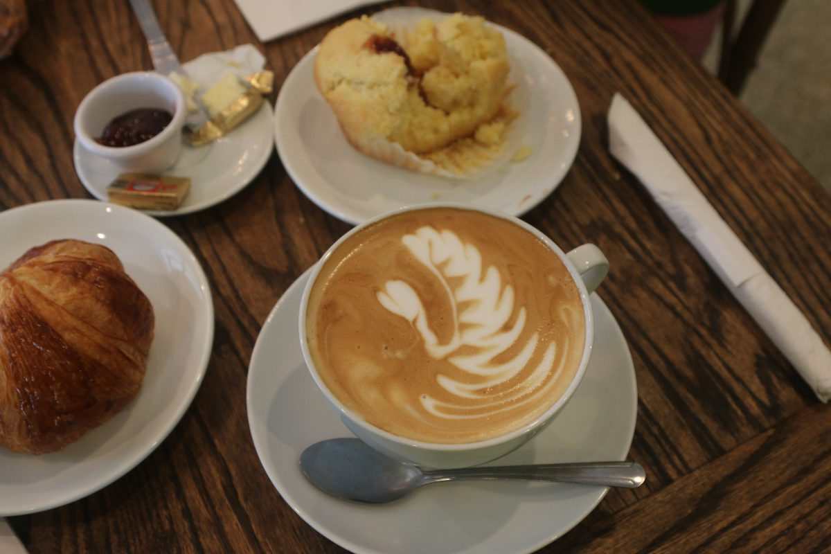 Coffee shops giving 'little nudges' to buy sweet treats are fuelling obesity, says nutritionist
