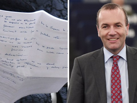 Politician's assistant spotted holding notes on 'public vote' after Brexit meeting