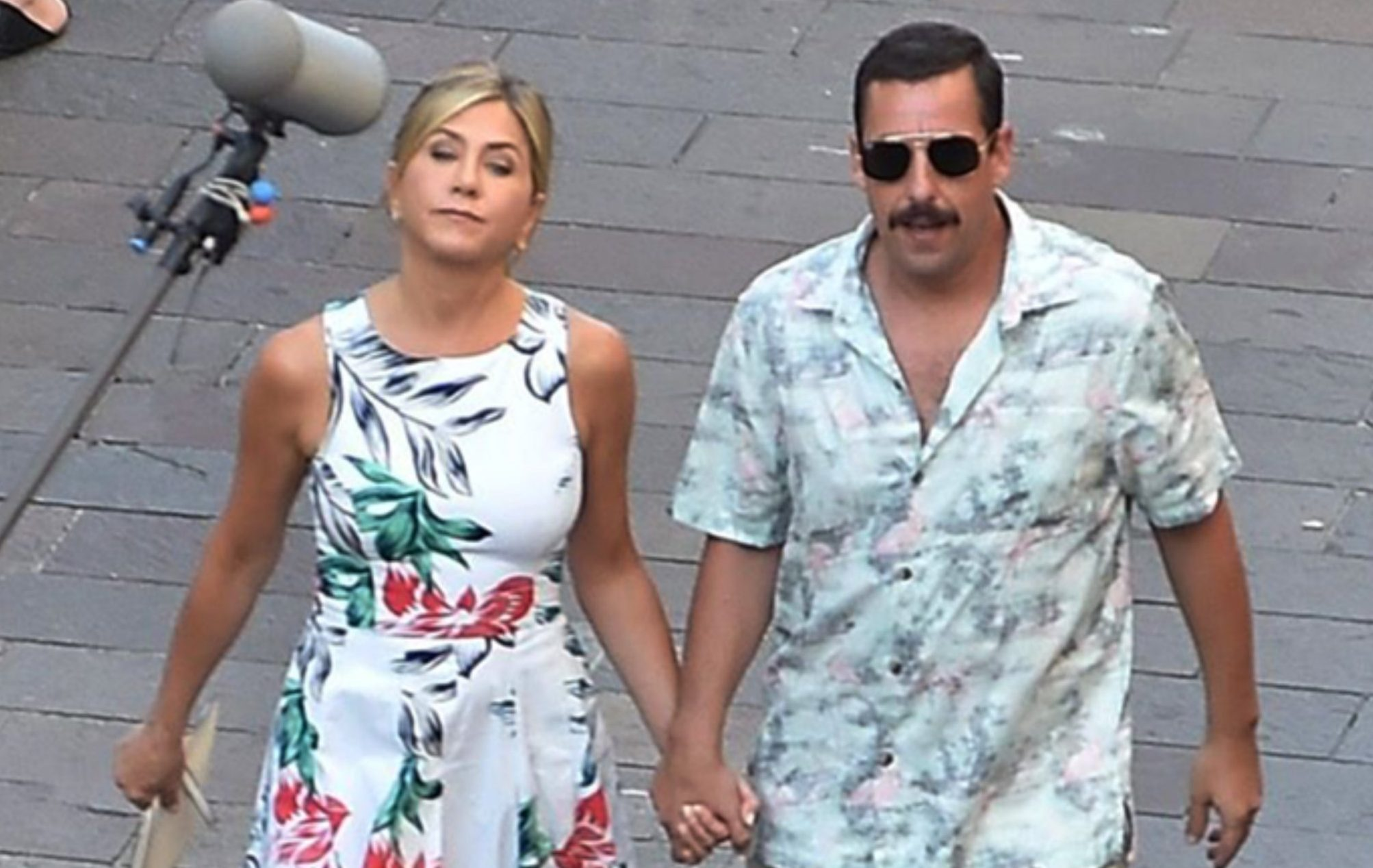 Jennifer Aniston and Adam Sandler are seen holding hands while filming a scene for their latest film, 'Murder Mystery' in Milan, Italy. Pictured: Jennifer Aniston,Adam Sandler Ref: SPL5018989 290818 NON-EXCLUSIVE Picture by: SplashNews.com Splash News and Pictures Los Angeles: 310-821-2666 New York: 212-619-2666 London: 0207 644 7656 Milan: +39 02 4399 8577 Sydney: +61 02 9240 7700 photodesk@splashnews.com World Rights, No France Rights