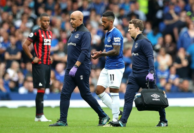 LIVERPOOL, ENGLAND - SEPTEMBER 01: Theo Walcott of Everton leaves the pitch injured during the Premier League match between Everton FC and Huddersfield Town at Goodison Park on September 1, 2018 in Liverpool, United Kingdom. (Photo by Ian MacNicol/Getty Images)