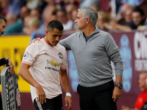 Alexis Sanchez throws tantrum after he is substituted by Jose Mourinho during Manchester United vs Burnley