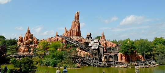 The Big Thunder Mountain Railway at Disney World. (Credit: Gian94g/Wikimedia Commons) Riding on some types of roller-coaster is an effective way of removing kidney stones