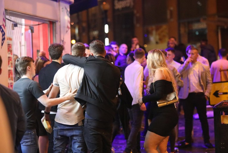 MANCHESTER UK 15.06.2018: tens of thousands of student have arrived in Manchester for the start of there university courses this week-end and the normal drinking and passing gets under way A scuffle breaks out Caption Should Read UK News Media