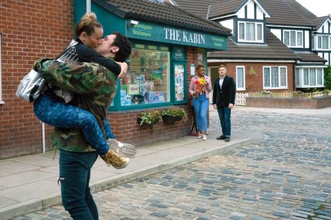 Gemma makes Chesney jealous in Coronation Street
