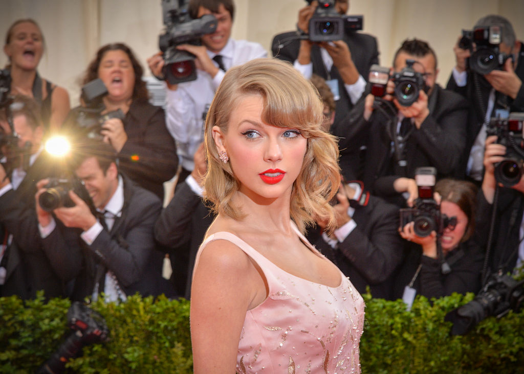 """NEW YORK, NY - MAY 05: Singer Taylor Swift attends the """"Charles James: Beyond Fashion"""" Costume Institute Gala at the Metropolitan Museum of Art on May 5, 2014 in New York City. (Photo by Andrew H. Walker/Getty Images)"""