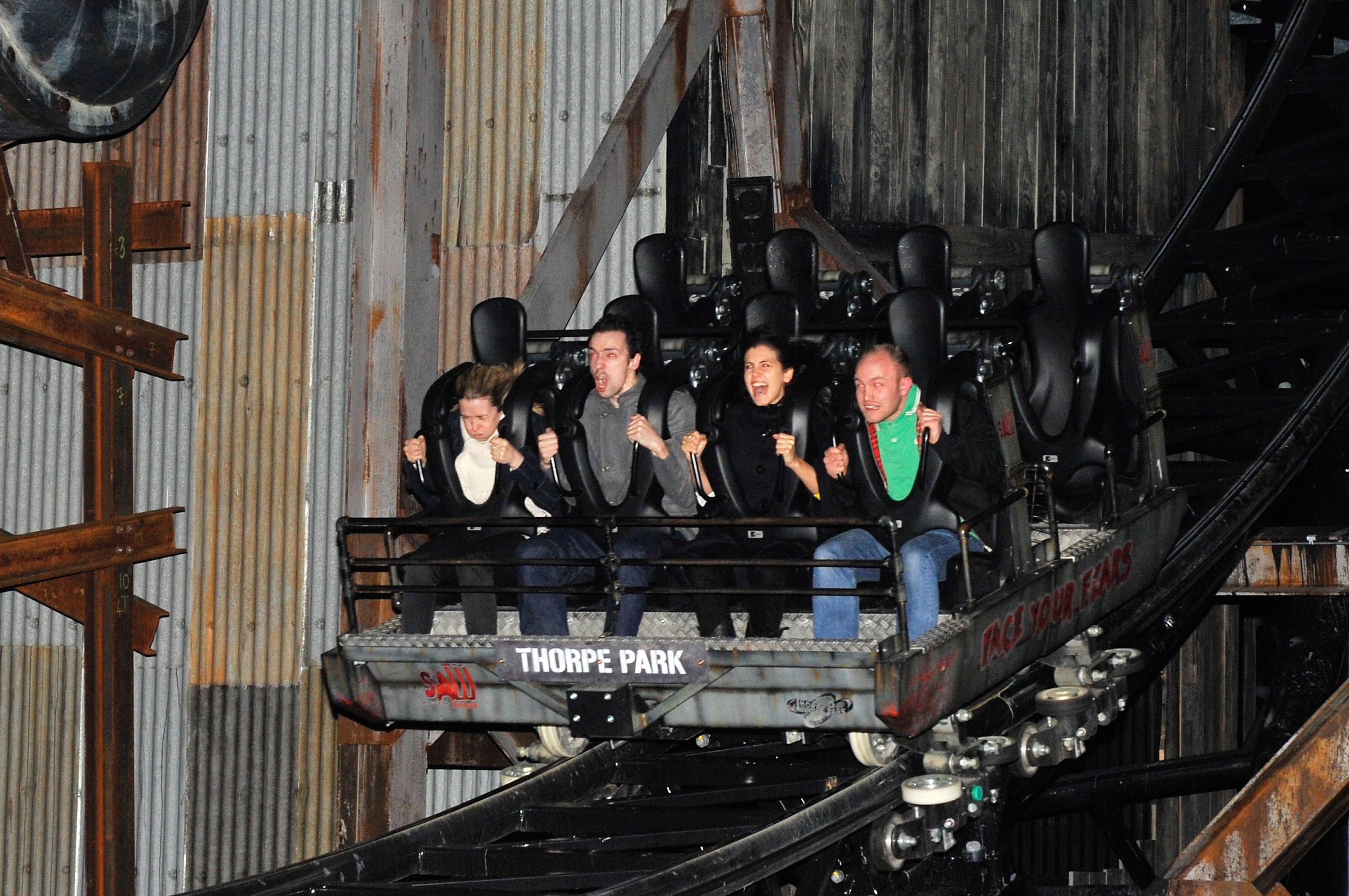 When does Thorpe Park close in winter 2018?