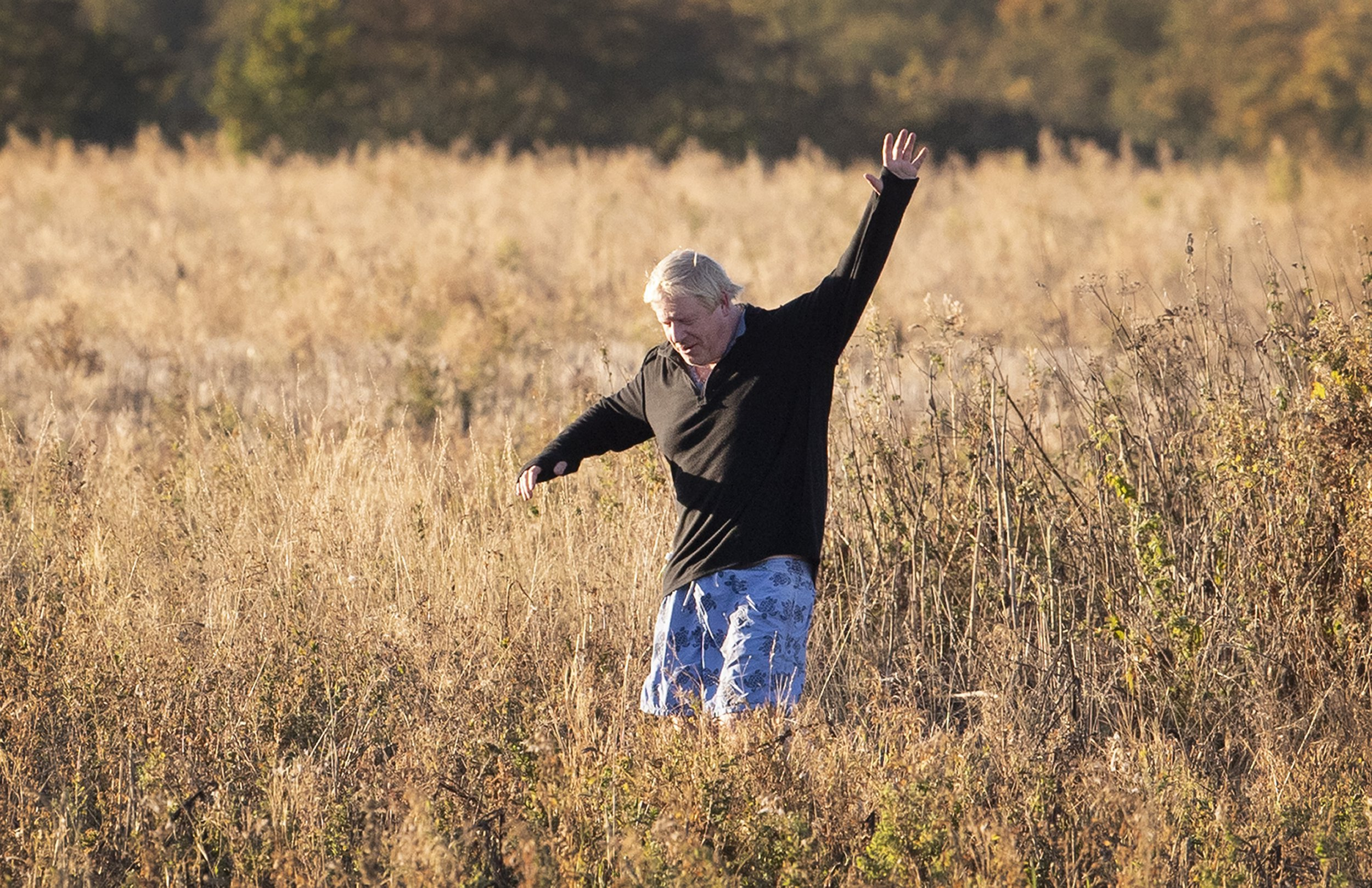 ? Licensed to London News Pictures. 01/10/2018. Thame, UK. Boris Johnson waves at photographers as he runs near his Oxfordshire home. The former foreign secretary is due to attend Conservative Party Conference this week. Photo credit: Peter Macdiarmid/LNP