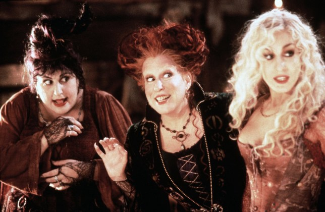 Editorial use only. No book cover usage. Mandatory Credit: Photo by Disney/Kobal/REX/Shutterstock (5875110a) Kathy Najimy, Bette Midler, Sarah Jessica Parker Hocus Pocus - 1993 Director: Kenny Ortega Walt Disney USA Scene Still Comedy Hocus Pocus, les trois sorci?res