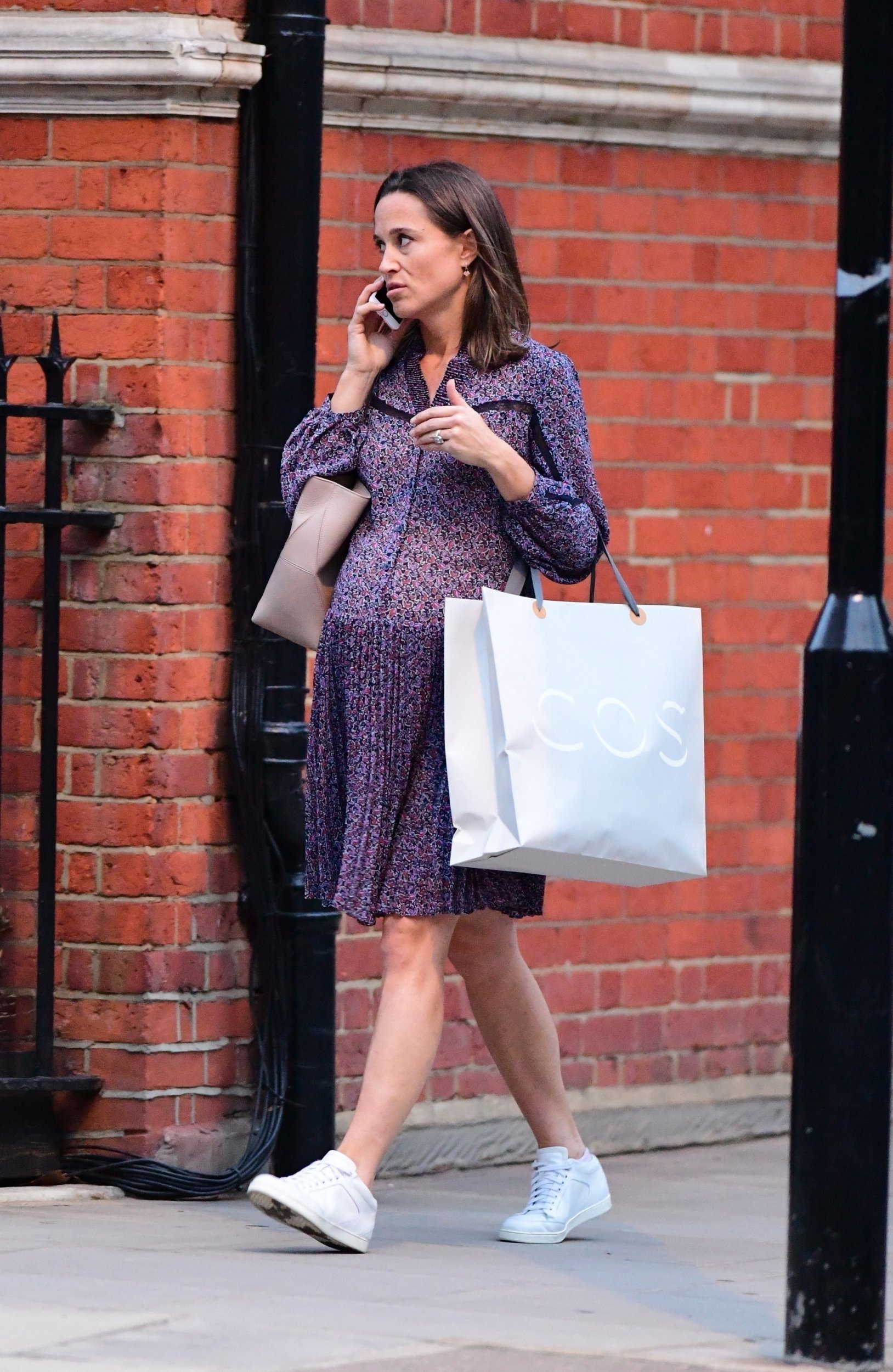 BGUK_1360434 - *PREMIUM-EXCLUSIVE* ** RIGHTS: WORLDWIDE EXCEPT IN ITALY ** London, UNITED KINGDOM - *MUST CALL FOR PRICING* *STRICT WEB EMBARGO UNTIL 3:40pm UK TIME ON OCT 7th, 2018** Pippa Middleton who is fast nearing her due date, is spotted looking relaxed and healthy ahead of her and her partner James's Big day . Pippa wore a lovely lilac dress and white trainers as she made her way to her vehicle . Pictured: Pippa Middleton BACKGRID UK 6 OCTOBER 2018 UK: +44 208 344 2007 / uksales@backgrid.com USA: +1 310 798 9111 / usasales@backgrid.com *UK Clients - Pictures Containing Children Please Pixelate Face Prior To Publication*