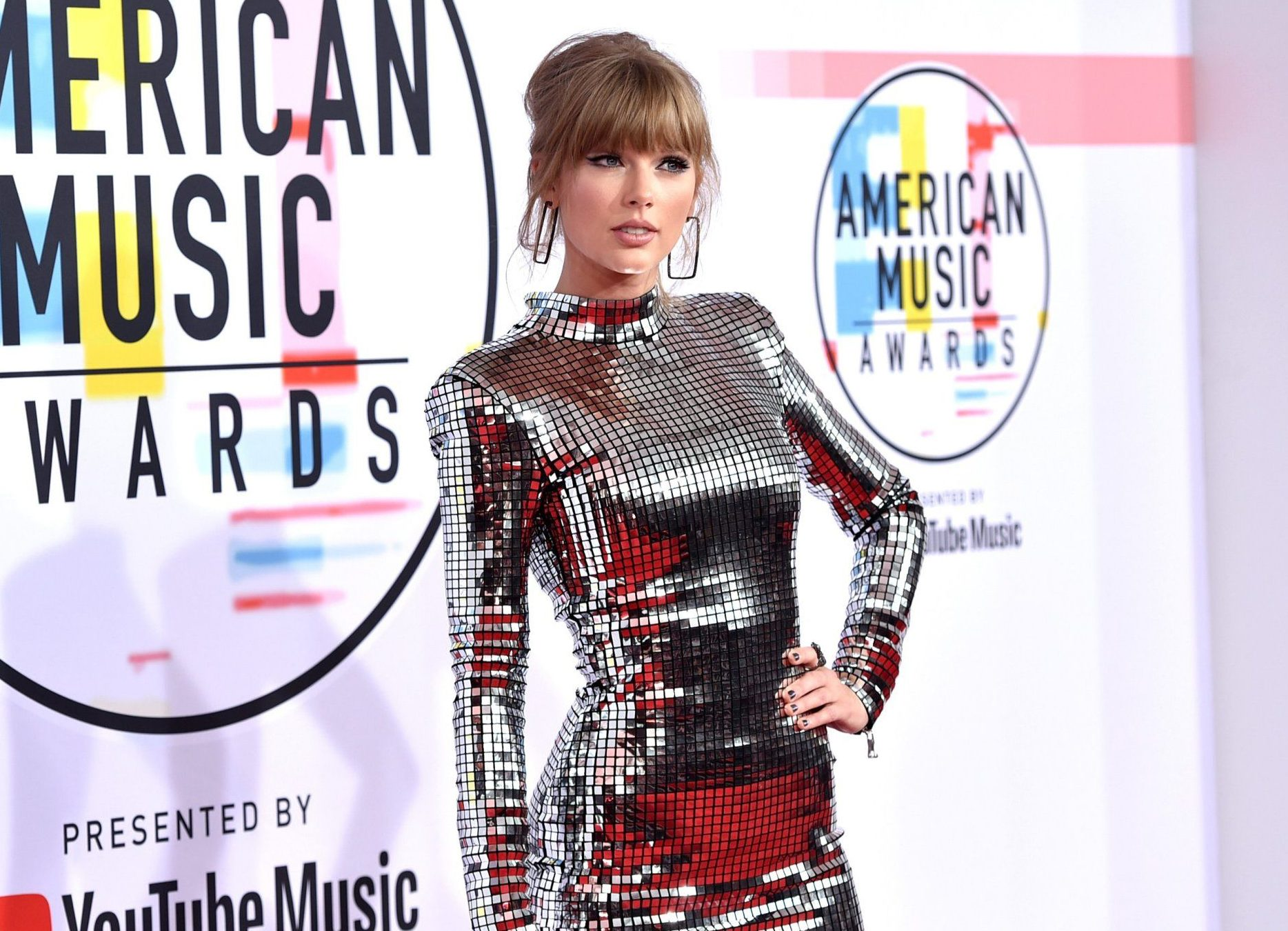 LOS ANGELES, CA - OCTOBER 09: Taylor Swift attends the 2018 American Music Awards at Microsoft Theater on October 9, 2018 in Los Angeles, California. (Photo by John Shearer/Getty Images For dcp)