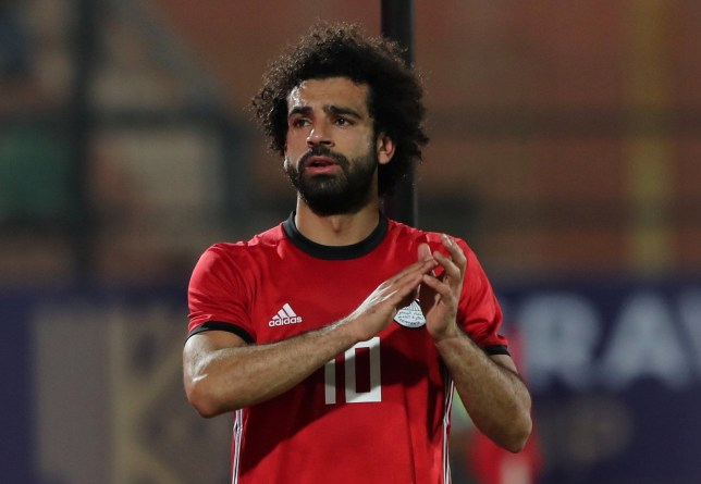 Soccer Football - African Nations Cup Qualifier - Egypt v Swaziland - Al-Salam Stadium, Cairo, Egypt - October 12, 2018 Egypt's Mohamed Salah applauds fans as he leaves the pitch due to injury REUTERS/Mohamed Abd El Ghany
