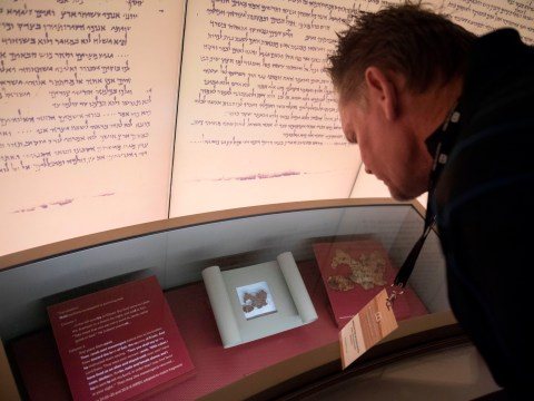 Five Dead Sea Scrolls on display at Bible museum are fake