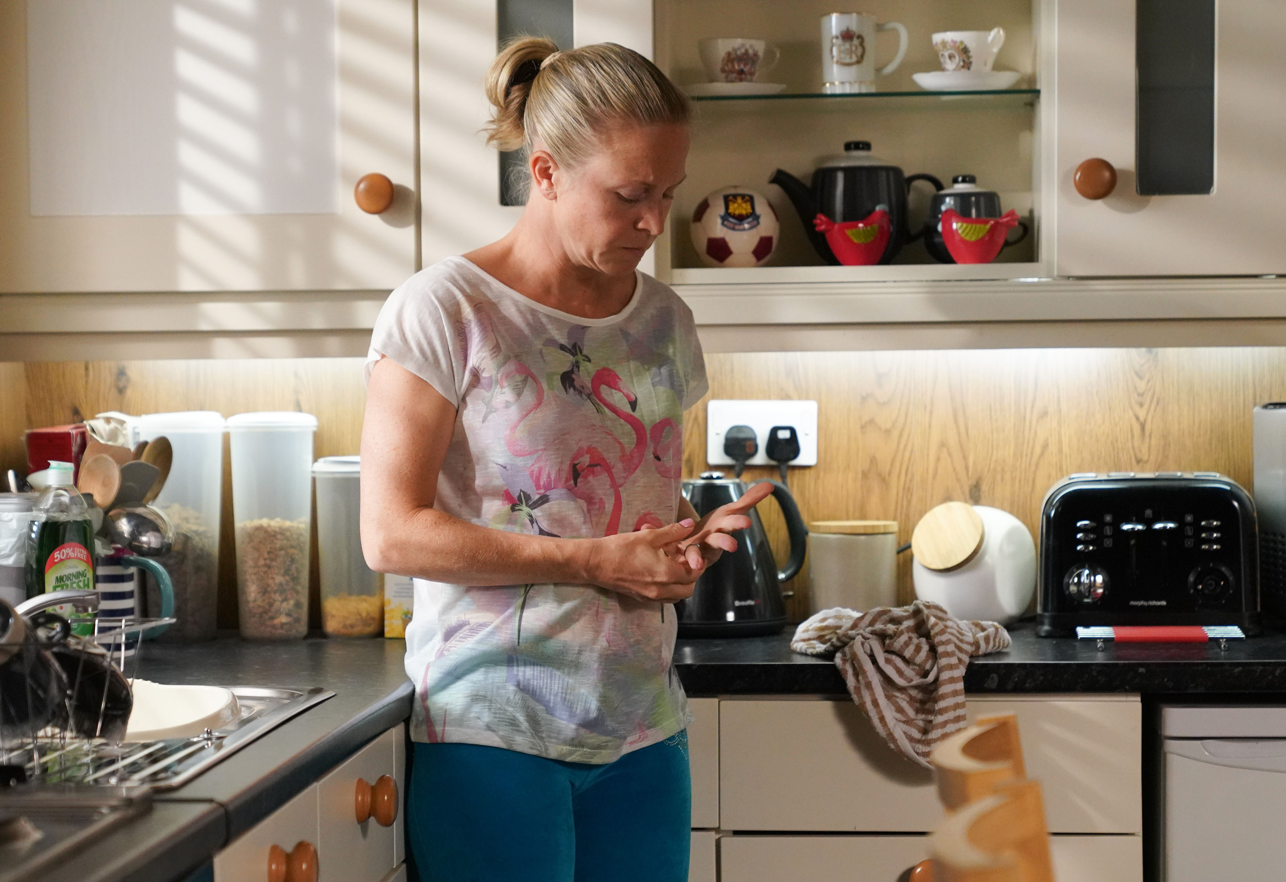 EastEnders spoilers: Tina and Halfway left shocked by Linda Carter's actions