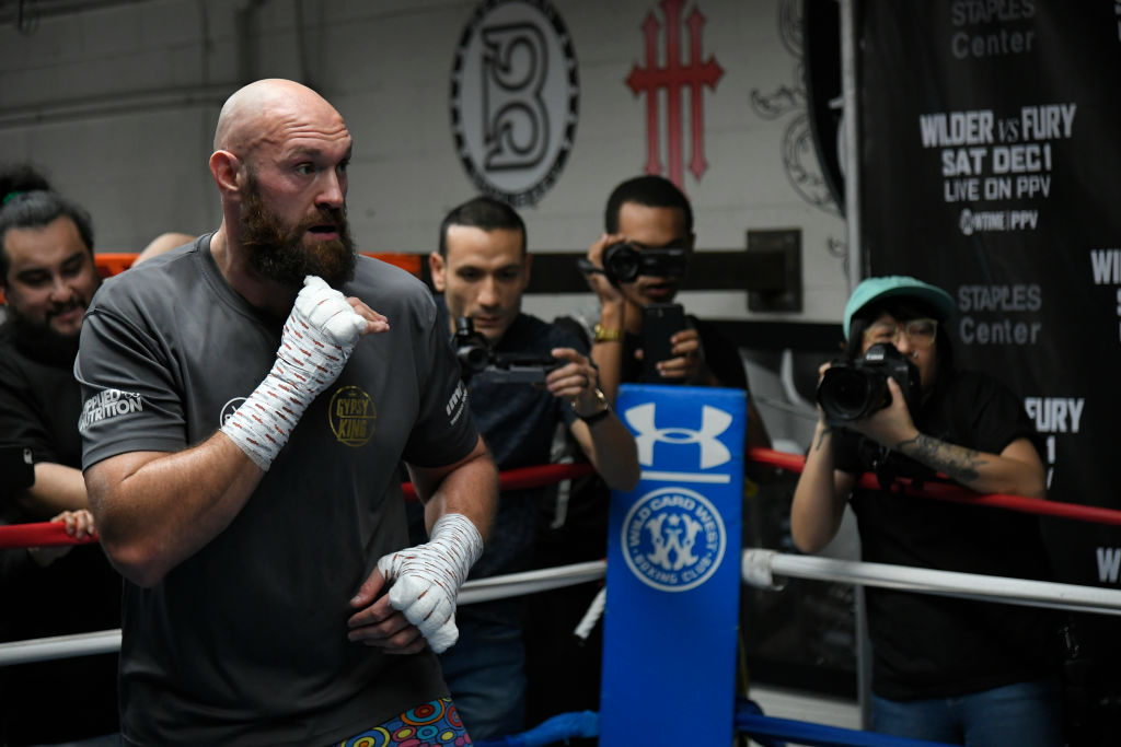 Tyson Fury to fight in 20ft ring against Deontay Wilder
