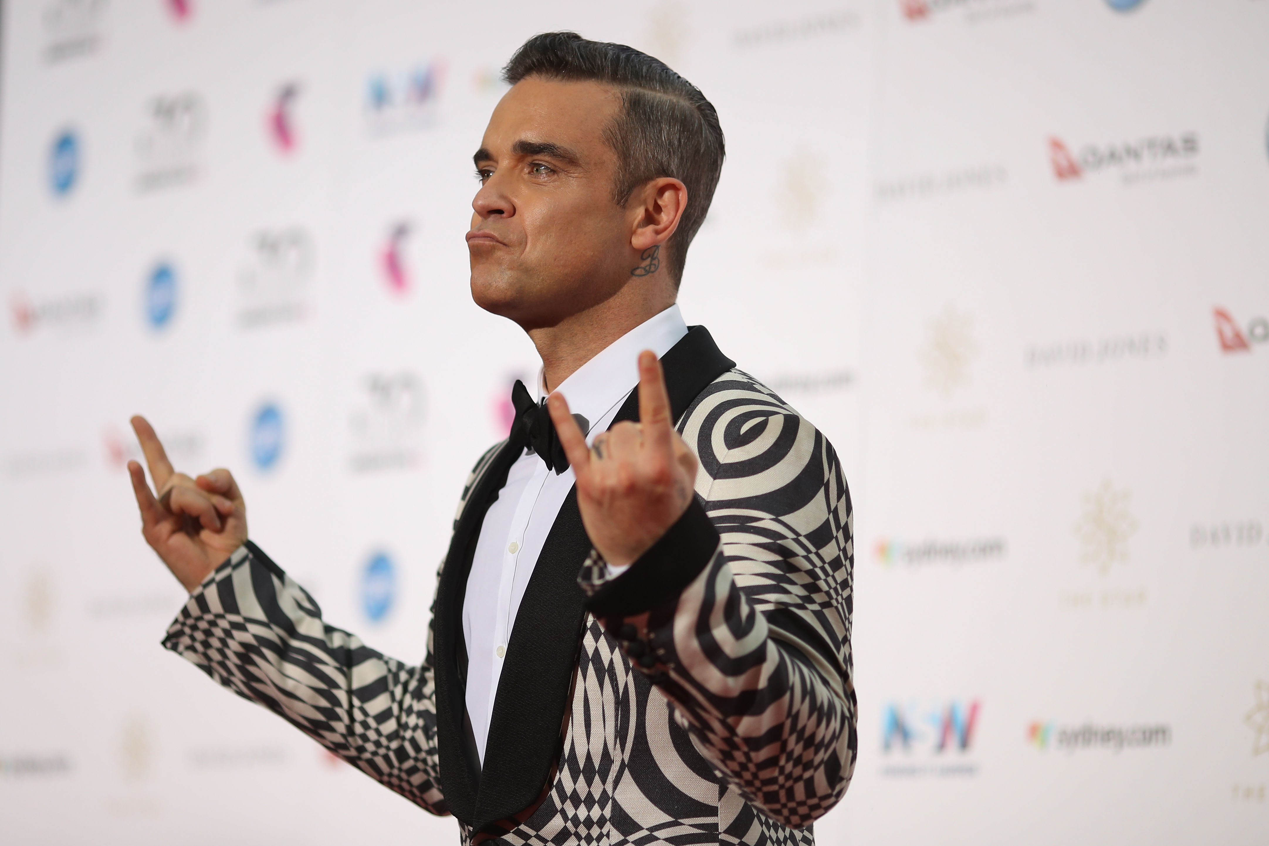 Robbie Williams turns to colouring books to beat addiction to cigarettes