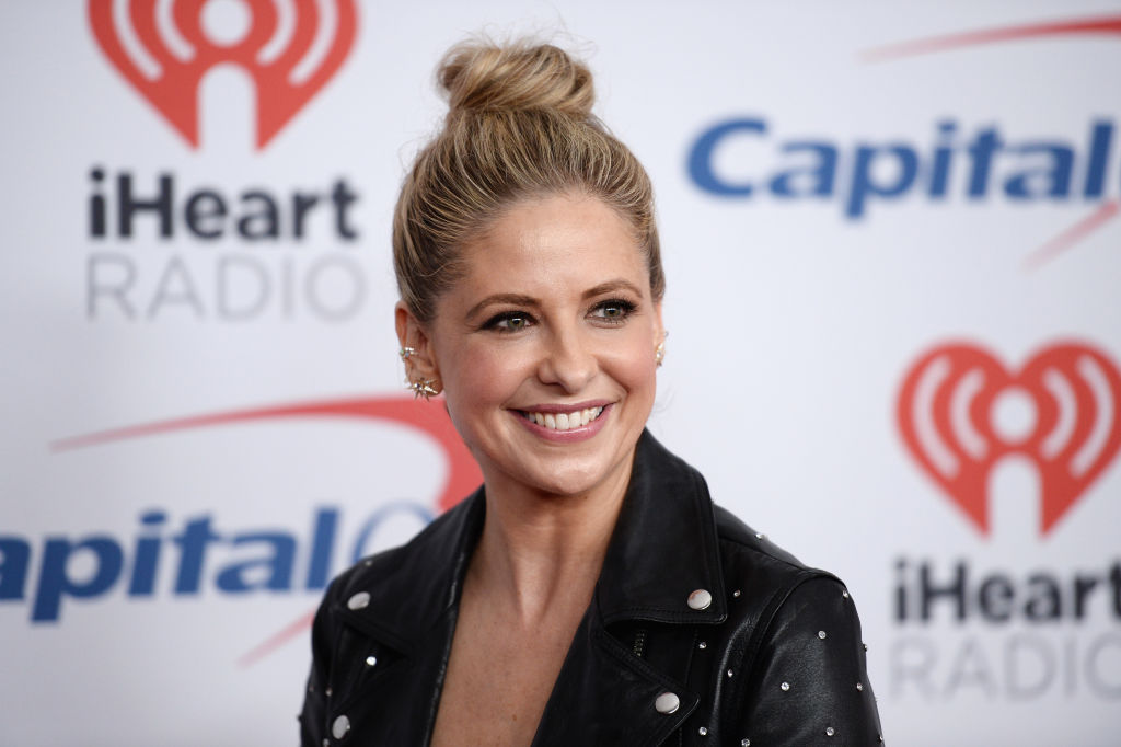 Sarah Michelle Gellar angers fans by using throwback pics to deter her from 'overeating' on Thanksgiving
