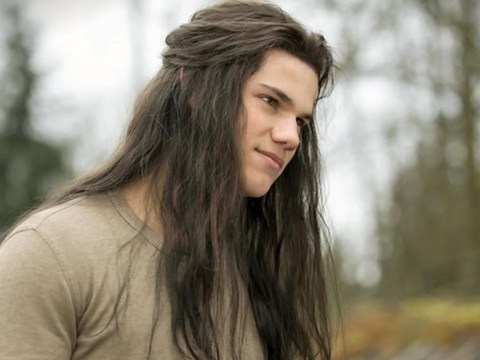 Taylor Lautner celebrates 10 years of Twilight with ode to Kendall Jenner's hair