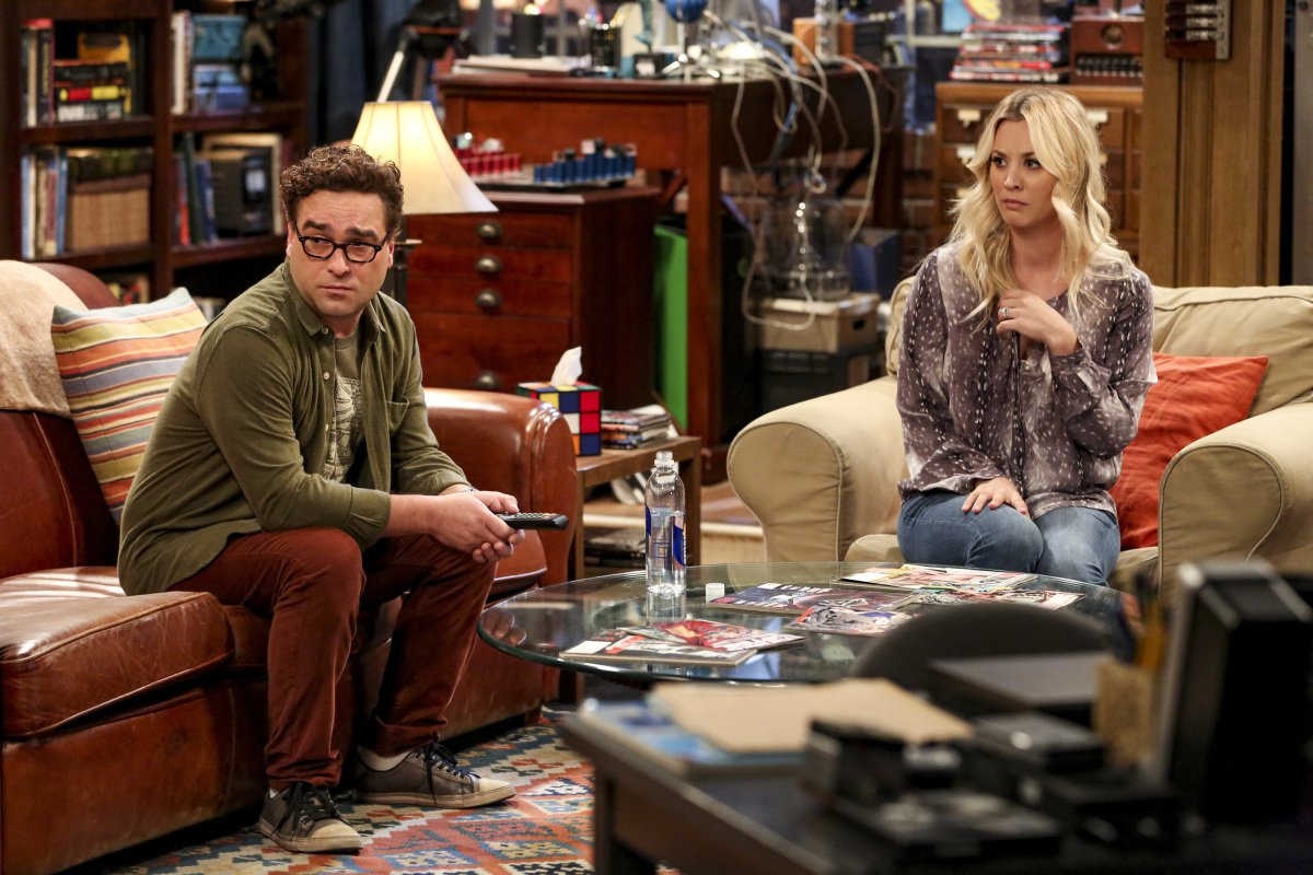 """The Conjugal Configuration"" - Pictured: Leonard Hofstadter (Johnny Galecki) and Penny (Kaley Cuoco). Sheldon and Amy\'s honeymoon runs aground in New York, while Penny and Leonard discover they are uncomfortably similar to Amy\'s parents, Mr. and Mrs. Fowler (Teller and Kathy Bates). Also, Koothrappali insults physicist Neil deGrasse Tyson and starts a Twitter war, on the 12th season premiere of THE BIG BANG THEORY, on a special night, Monday, Sept. 24 (8:00-8:30 PM, ET/PT) on the CBS Television Network. Photo: Michael Yarish/Warner Bros. Entertainment Inc. ???? 2018 WBEI. All rights reserved."