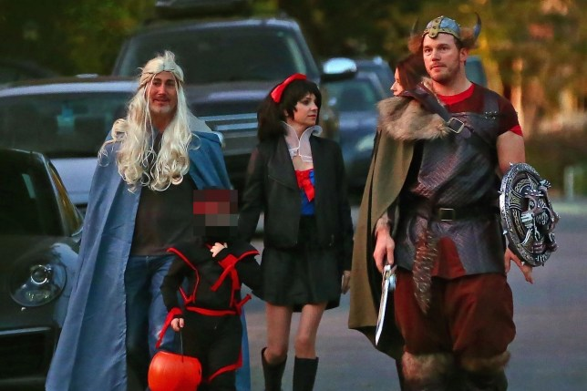 Los Angeles, CA - *PREMIUM-EXCLUSIVE* - **WEB EMBARGO UNTIL 10:30 AM PST on November 2, 2018** Trick or treating with the ex! Chris Pratt and ex Anna Faris put on a sweet display during Halloween, gathering together with their new significant others to take their son trick or treating together. Chris and Katherine Schwarzenegger dressed as Vikings, put on a loving PDA display and as usual were cracking each other up the entire time. This could be awkward with most ex couples but Anna and Michael could be seen laughing and happily chatting with them the entire time. Anna wore a Snow White costume while Michael threw on a blonde wig and blue cape. The foursome laughed and Anna and Katherine obviously get along together, the ladies were seen chatting together like old friends. Pictured: Chris Pratt, Anna Faris, Katherine Shwarzenegger, Micheal Bennett BACKGRID USA 1 NOVEMBER 2018 BYLINE MUST READ: CPR / BACKGRID USA: +1 310 798 9111 / usasales@backgrid.com UK: +44 208 344 2007 / uksales@backgrid.com *UK Clients - Pictures Containing Children Please Pixelate Face Prior To Publication*