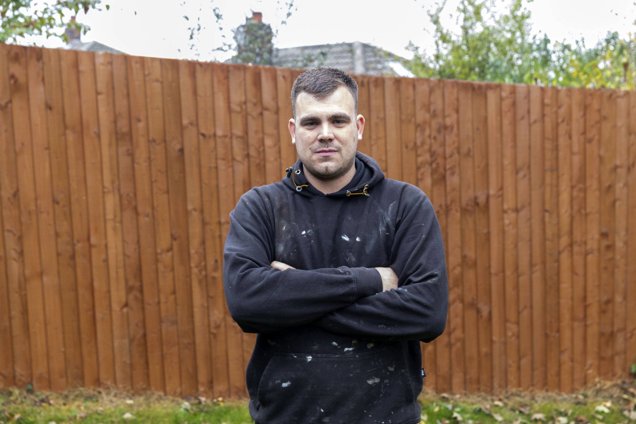 Outraged father of two, Thomas Goodall 27, was shocked to find out that that he was living next door to a convicted rapist. Thomas took matters into his own hands and erected a fence in October 2017. SWLEneighbour