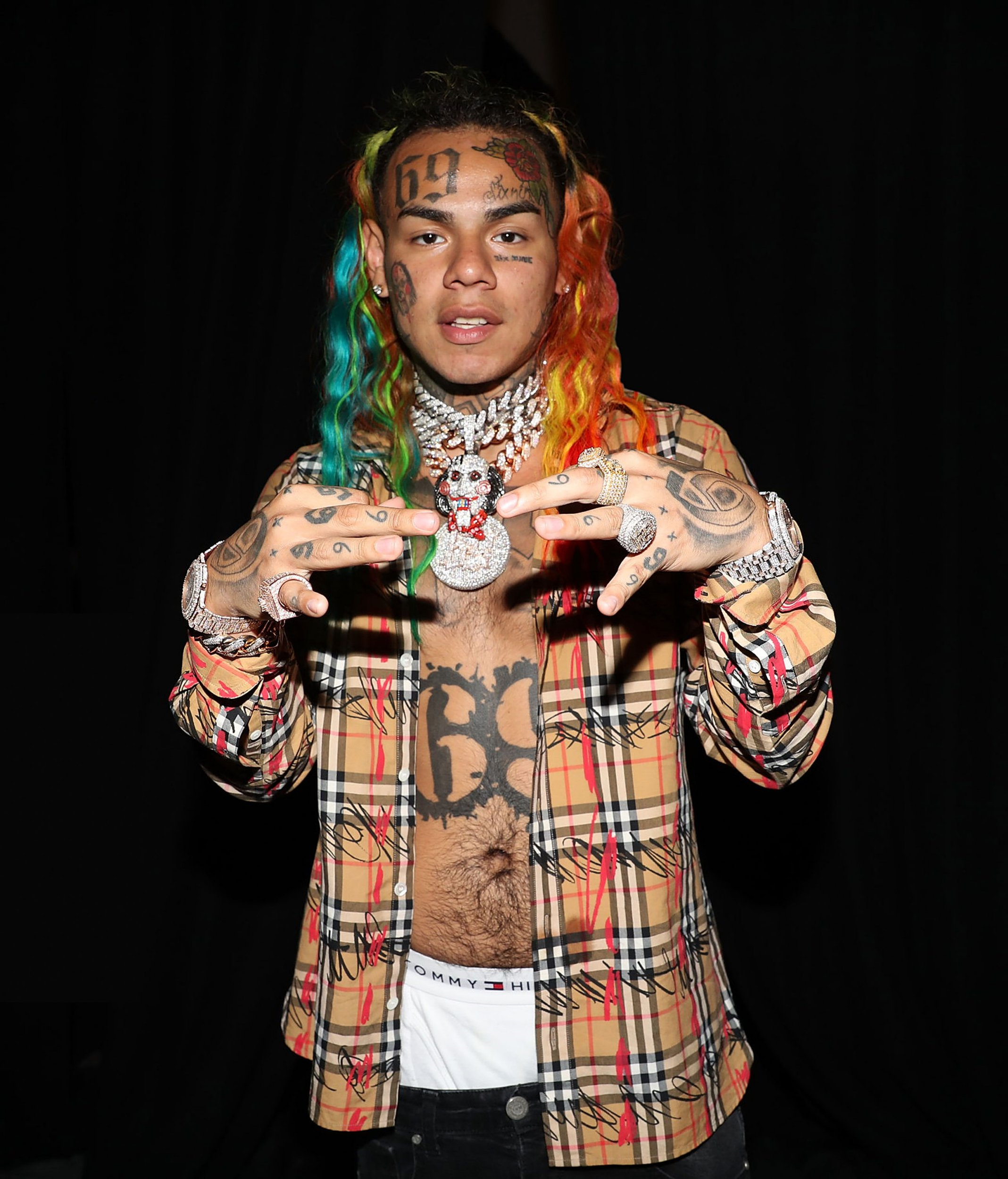 PHILADELPHIA, PA - SEPTEMBER 01: Tekashi 6ix9ine attends Made In America - Day 2 on September 1, 2018 in Philadelphia, Pennsylvania. (Photo by Shareif Ziyadat/WireImage)