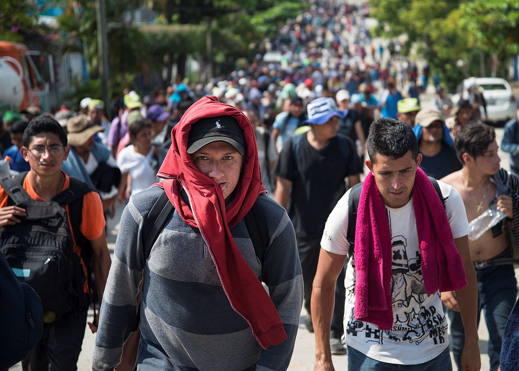 epa07154569 Members of the third migrant caravan, from El Salvador, arrive at the municipality of Mat??as Romero, in the state of Oaxaca, Mexico, 09 November 2018. A third caravan originating in El Salvador left the southern state of Chiapas today to enter Oaxaca and follow the same route as the previous contingents. After failing to get the UN to provide them with free transportation, the thousands of migrants from the caravan of Central Americans camped in Mexico City today agreed to prepare to leave the capital on Saturday and resume their march on foot to the United States. EPA/Lusi Villalobos