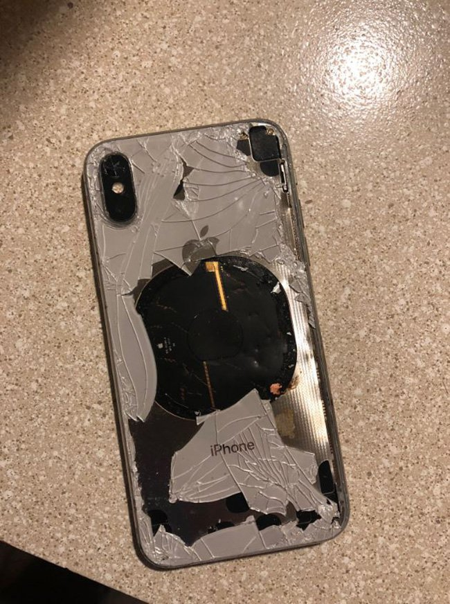 An iPhone X user has been left in shock after his device unexpectedly overheated and began releasing smoke. Rahel Mohamad, a Washington resident, reported the issue to Apple on Twitter and included several photos of the scorched smartphone.