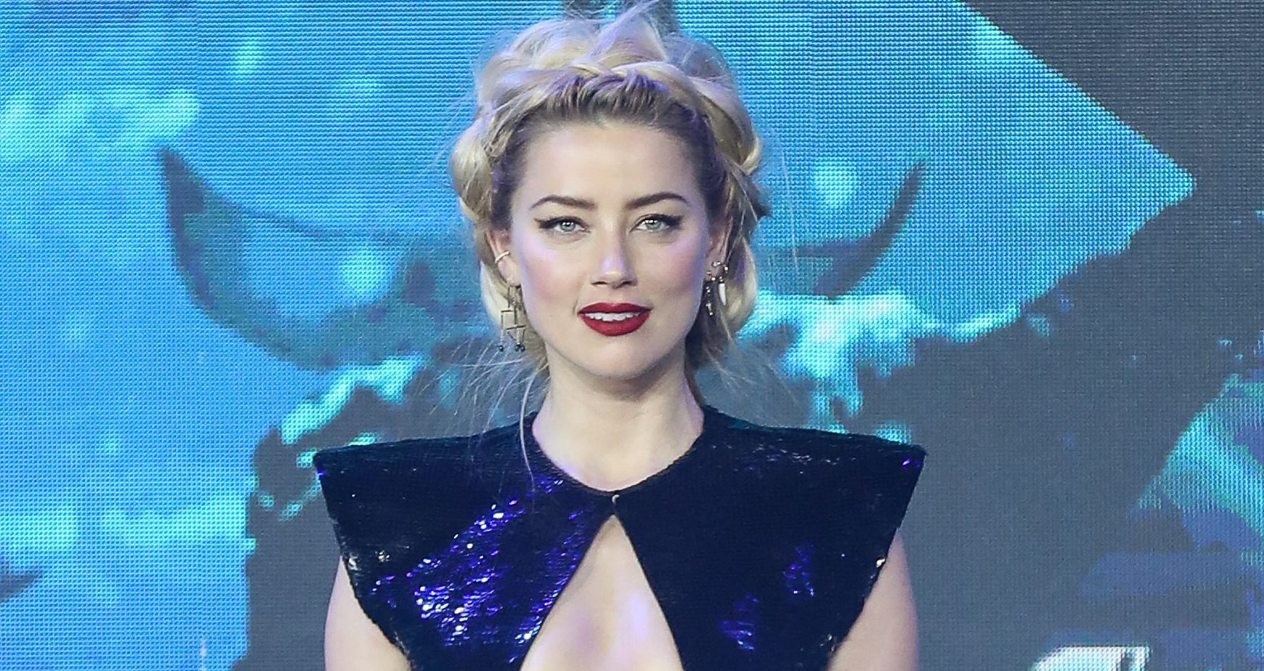 Amber Heard killing it at Aquaman photocall BEIJING, CHINA - NOVEMBER 18: American actress Amber Heard attends the premiere of director James Wan's film 'Aquaman' on November 18, 2018 in Beijing, China. (Photo by VCG/VCG via Getty Images)