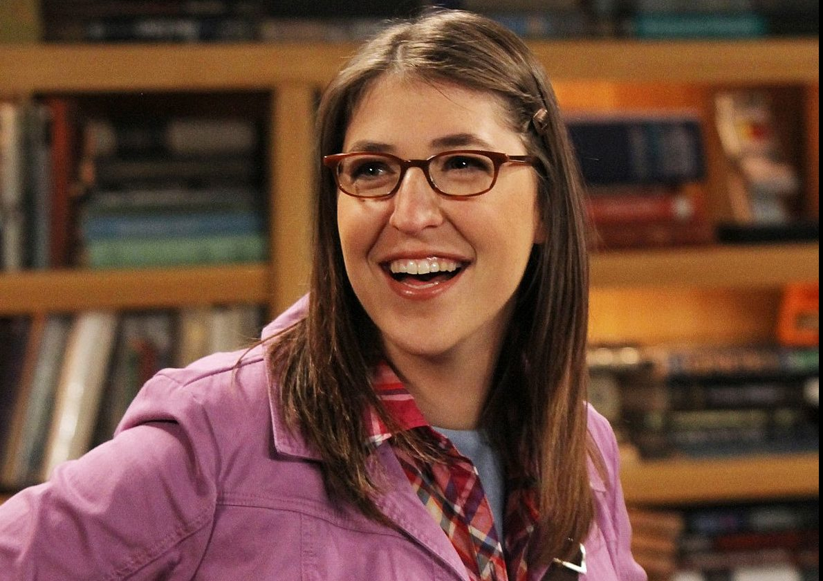 """LOS ANGELES - SEPTEMBER 14: """"The Desperation Emanation"""" -- Coverage of the CBS series THE BIG BANG THEORY, scheduled to air on the CBS Television Network. Pictured is Mayim Bialik as Amy Farrah Fowler. (Photo by Robert Voets/CBS via Getty Images)"""