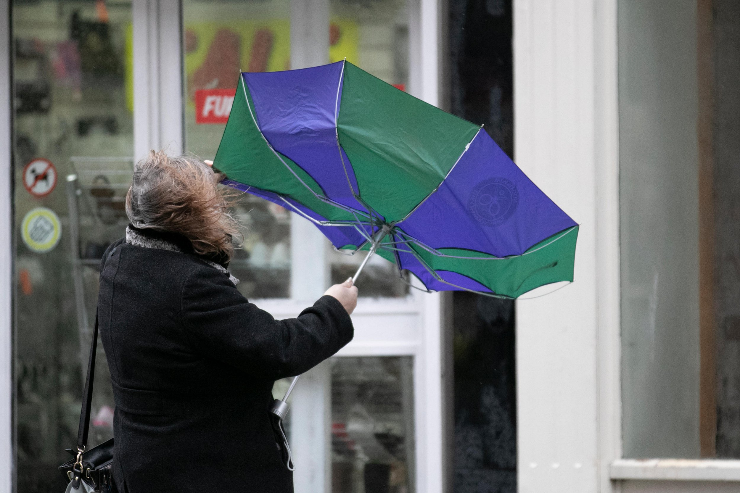 Alamy Live News. R4EC7M Southport, Lancashire, UK Weather. 27th Nov, 2018. Cold wet windy day in the town centre, with further heavy rain and strong winds forecast. Credit: MediaWorldImages/AlamyLiveNews. This is an Alamy Live News image and may not be part of your current Alamy deal . If you are unsure, please contact our sales team to check.