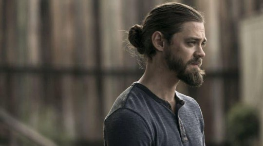 The Walking Dead Fans May Still See Aaron And Jesus Get