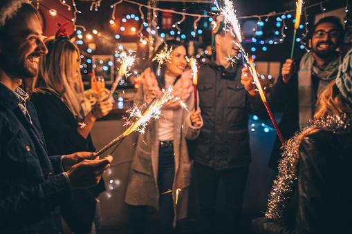 What are the Auld Lang Syne lyrics and what do they mean?