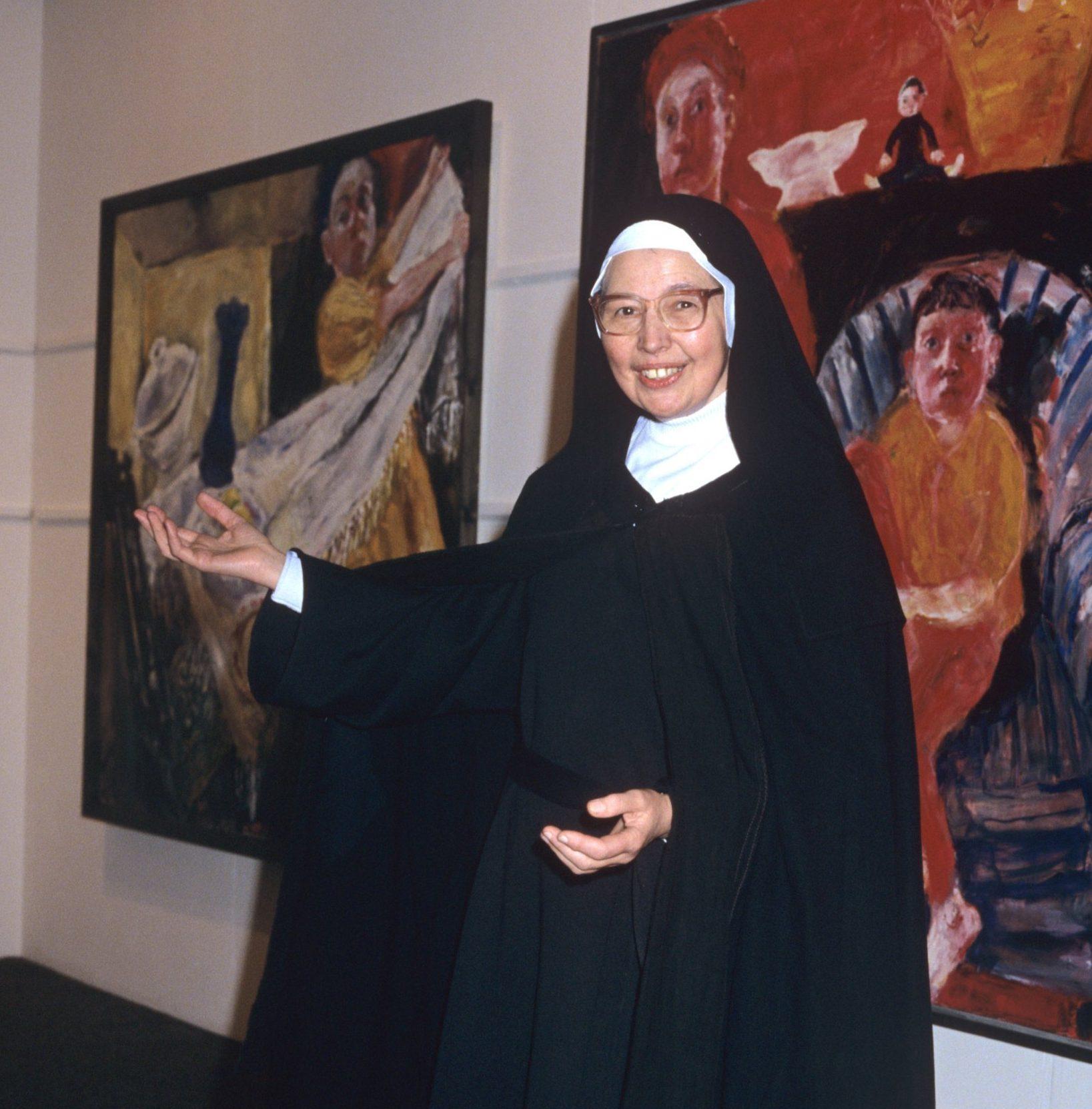 Mandatory Credit: Photo by Stephen Barker/REX/Shutterstock (212246e) Sister Wendy Beckett Sister Wendy Beckett - 1993