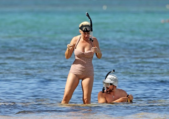 Orlando Bloom Covers Up More Than He Did Paddleboarding As He Snorkels With Katy Metro News