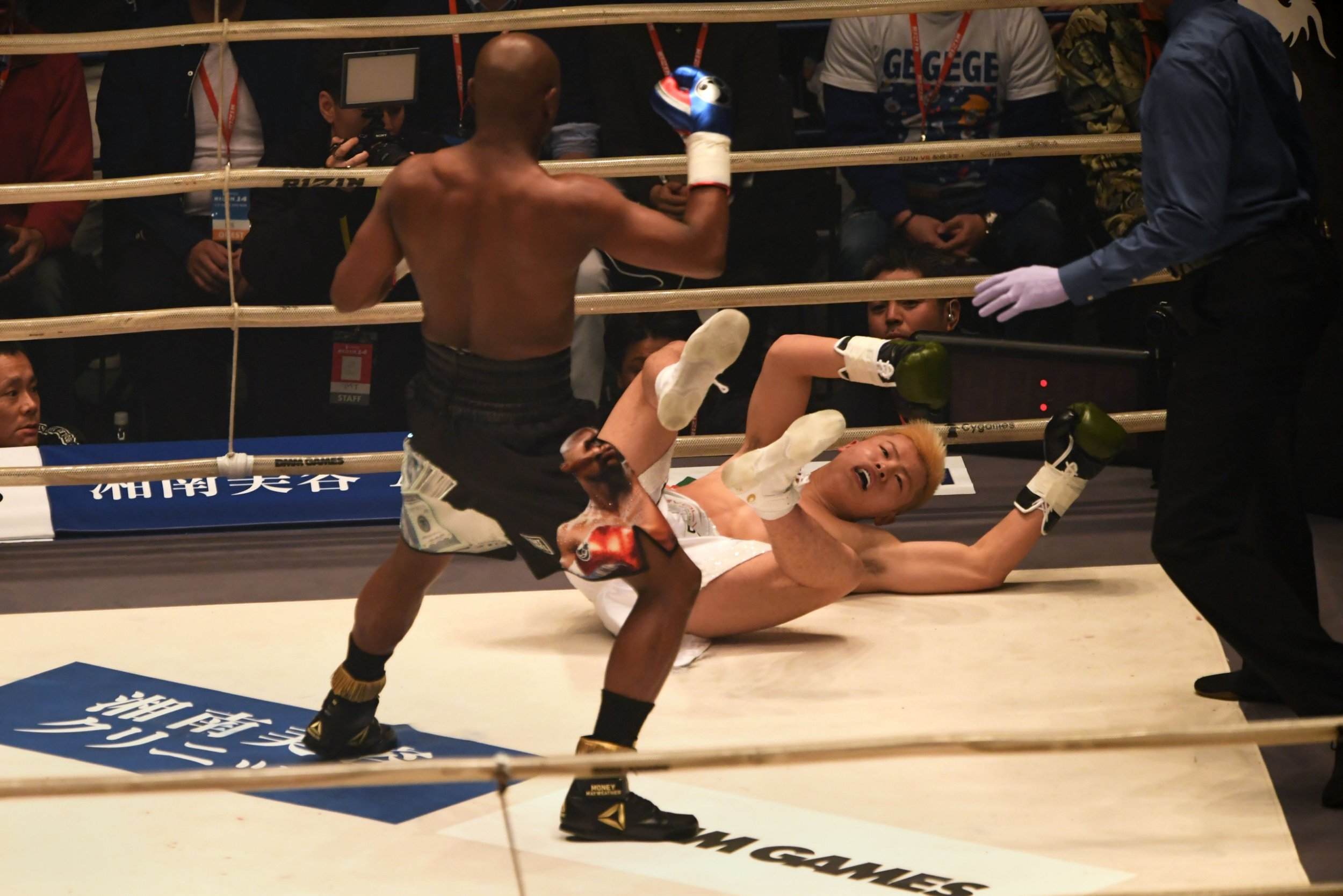 Conor McGregor trolls Floyd Mayweather's knockout of Tenshin Nasukawa at RIZIN 14
