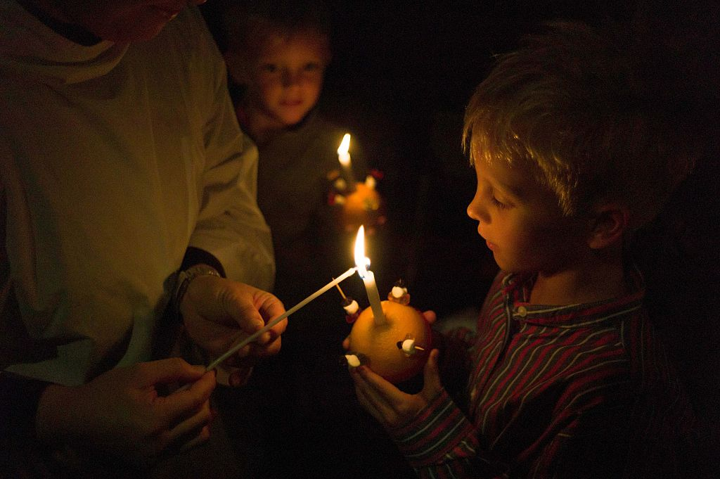How to make a Christingle and what is the meaning behind it?