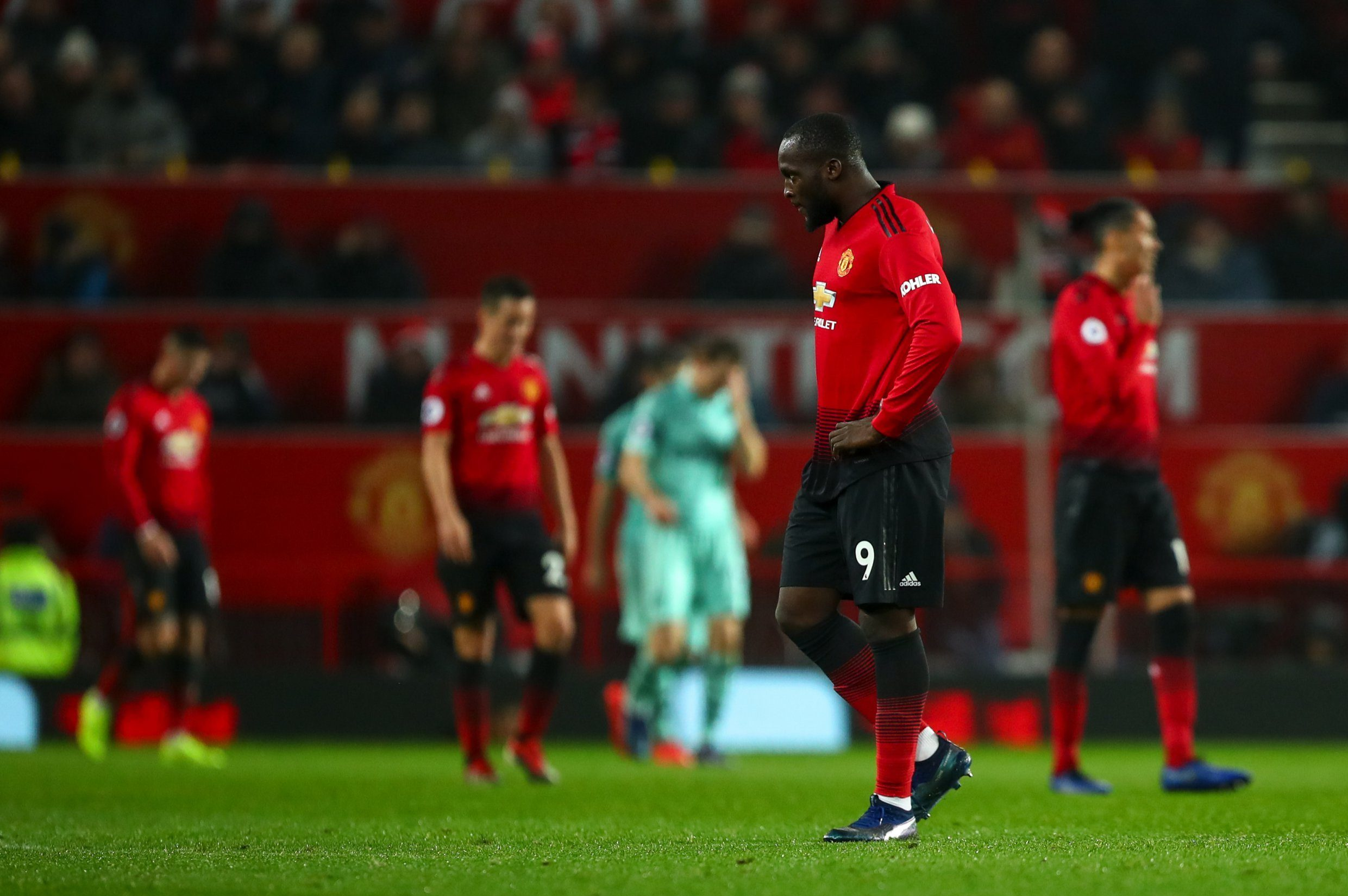 MANCHESTER, ENGLAND - DECEMBER 05: A dejected Romelu Lukaku of Manchester United reacts after conceding a goal to make it 1-2 during the Premier League match between Manchester United and Arsenal FC at Old Trafford on December 5, 2018 in Manchester, United Kingdom. (Photo by Robbie Jay Barratt - AMA/Getty Images)