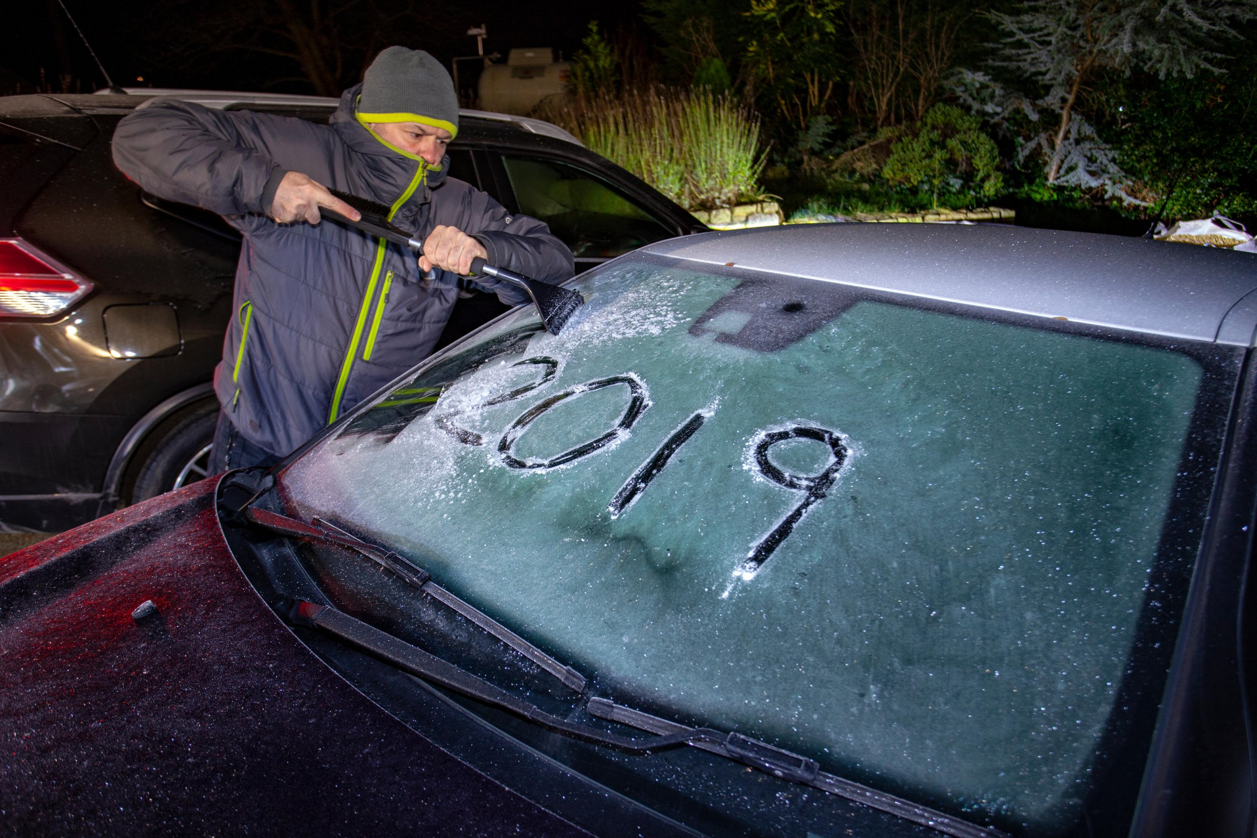 Alamy Live News. RA6BKN Lixwm, North Wales UK. 2nd Jan, 2019. UK Weather: A severe drop in temperatures overnight and the first frost of 2019 as a motoroist begins to clear a windscreen of overnight frost in the village of Lixwm, Wales Credit: DGDImages/Alamy Live News This is an Alamy Live News image and may not be part of your current Alamy deal . If you are unsure, please contact our sales team to check.