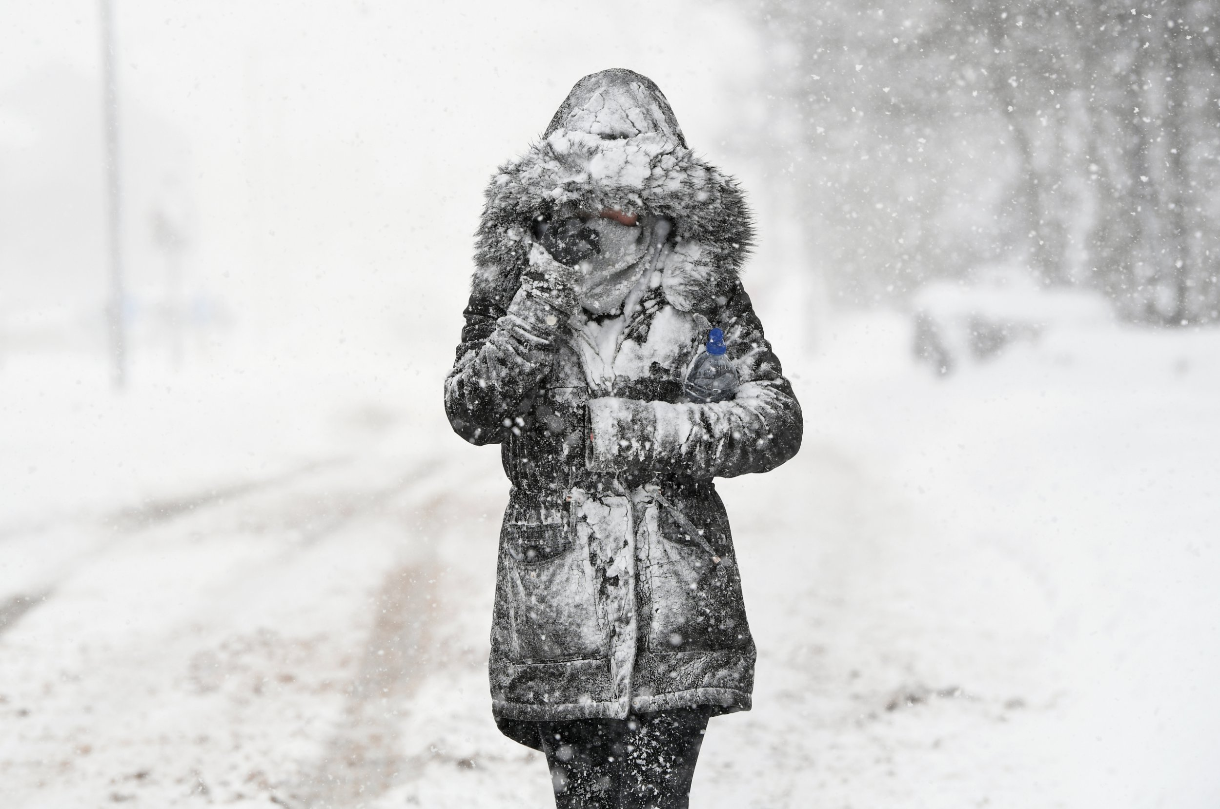 """BALLOCH, UNITED KINGDOM - MARCH 01: A woman makes her way through the snow on March 1, 2018 in Balloch, Scotland. Freezing weather conditions dubbed the """"Beast from the East"""" combines with Storm Emma coming in from the South West of Britain to bring further snow and sub-zero temperatures causing chaos on roads and shutting schools. Red weather warnings for snow have been seen in the UK for the first time and five people have died as a result. (Photo by Jeff J Mitchell/Getty Images)"""
