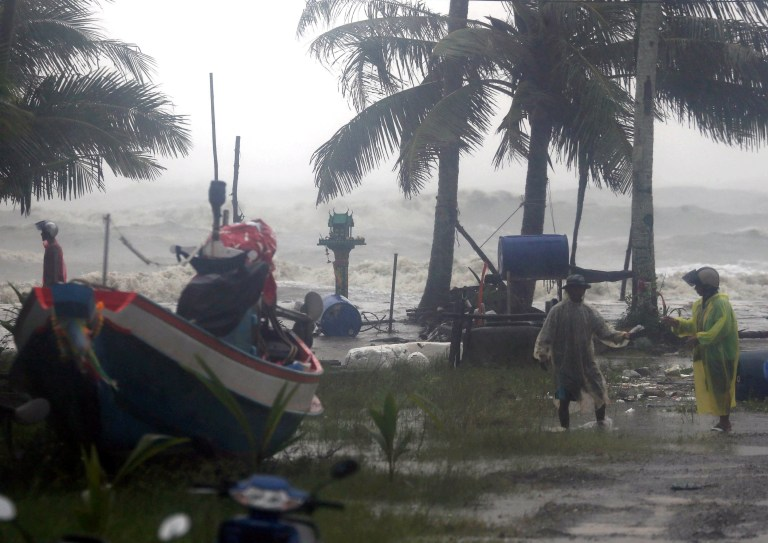 epa07260986 Thai villagers evacuate as high waves are seen in the background during heavy downpours caused by tropical storm Pabuk at a village in Pak Phanang district, Nakhon Si Thammarat province, southern Thailand, 04 January 2019. Thousands people evacuated from their homes after 11 southern coast provinces have been put on a weather warning as tropical storm Pabuk is expected to bring heavy downpours, strong winds and high waves. According to the Thai Meteorological Department, Tropical Storm Pabuk was moving west into the Gulf of Thailand on 03 January, with maximum winds of 65kph. Pabuk, poised to make landfall in southern Thailand on 04 January, will be Thailand's first tropical storm to hit the country outside of the monsoon season in nearly 30 years, media reported. EPA/STRINGER THAILAND OUT