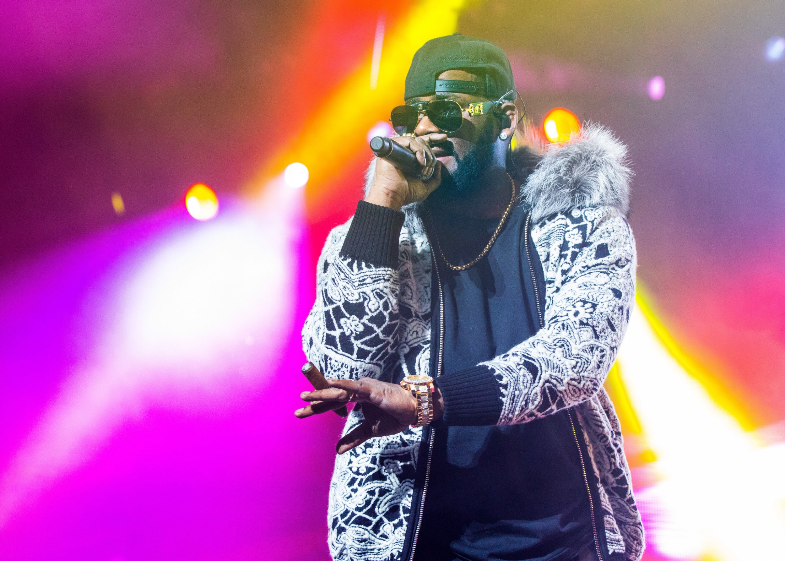 R Kelly's birthday crashed my cops responding to 'arrest warrant' amid 'sex slave' allegations
