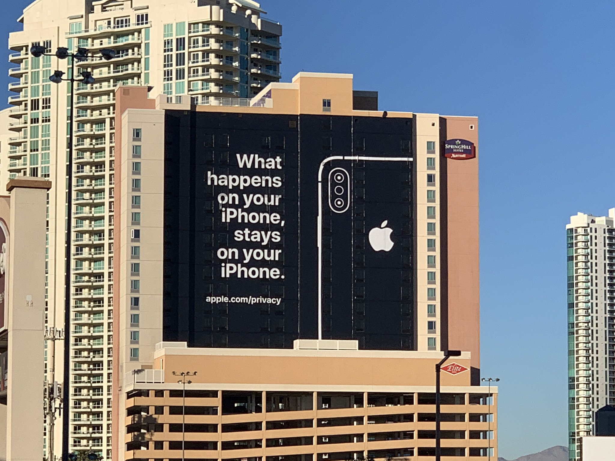 Apple hits Google and Facebook with savage burn at CES 2018 (Picture: Chris Velazco/Twitter)